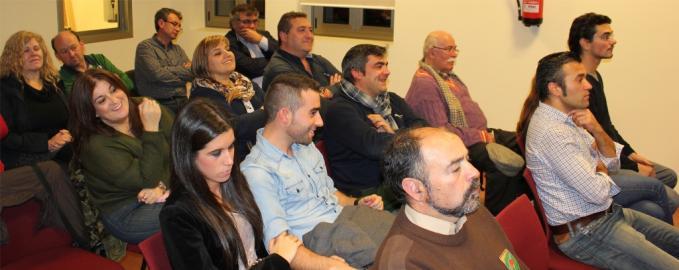 8_David_Arcay_camisa_vaquera_y_otros_invitados